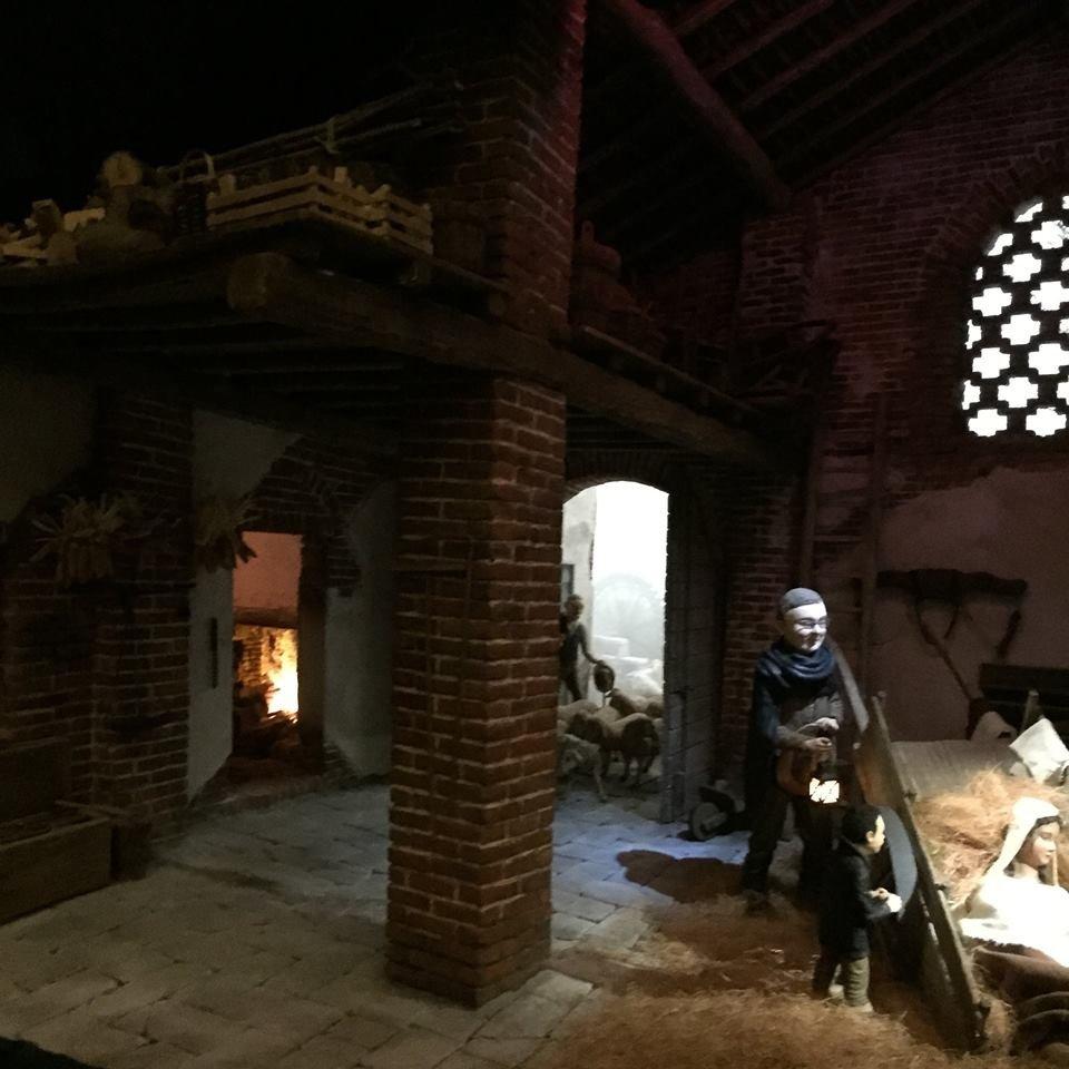 Presepe di Sant'Ilario: fedele ricostruzione di una cascina cremonese, nebbia compresa