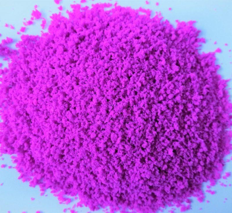Erba grezza o foglie di cespuglio e chiome w20 Fiorellini magenta