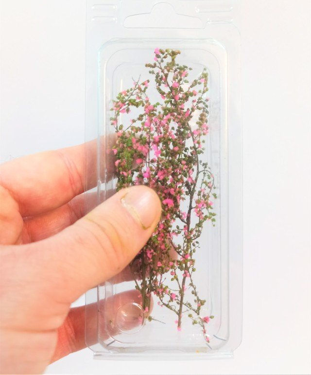 Light Green stabilized leafy bush with Fuxia MINIPACK flowers